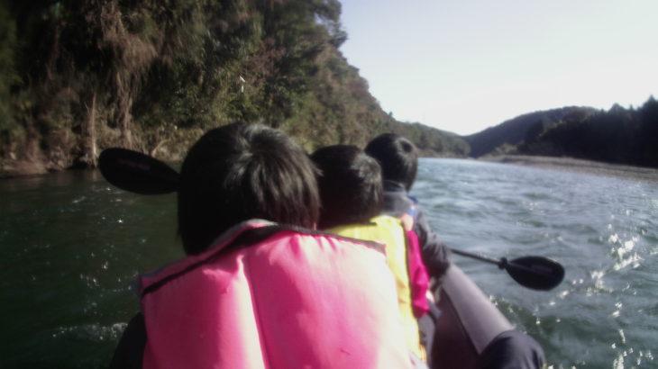 鮭が遡上する那珂川をインフレータブルカヤックで川下り